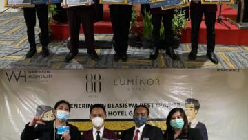 "HOTEL LOTUS SMK Negeri 1 Panji, Terima Penghargaan ""BEST TRAINEE"""